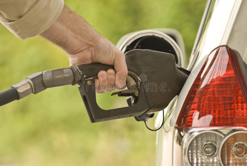 Download Hand Pompende Benzine 2 stock foto. Afbeelding bestaande uit concepten - 54082552