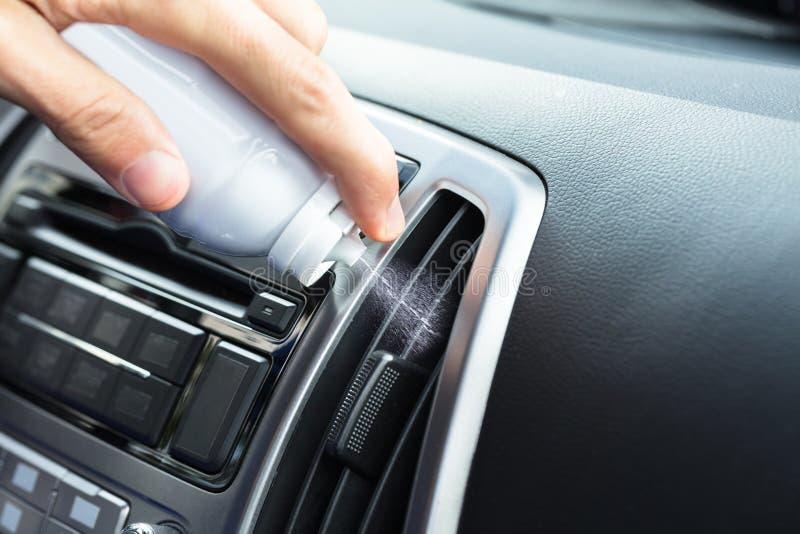 Hand Schoonmakende Airconditioner stock fotografie