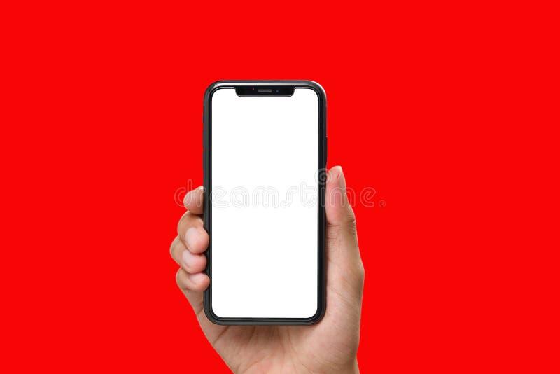 Hand som rymmer den svarta smartphonen med den tomma skärmen royaltyfri foto