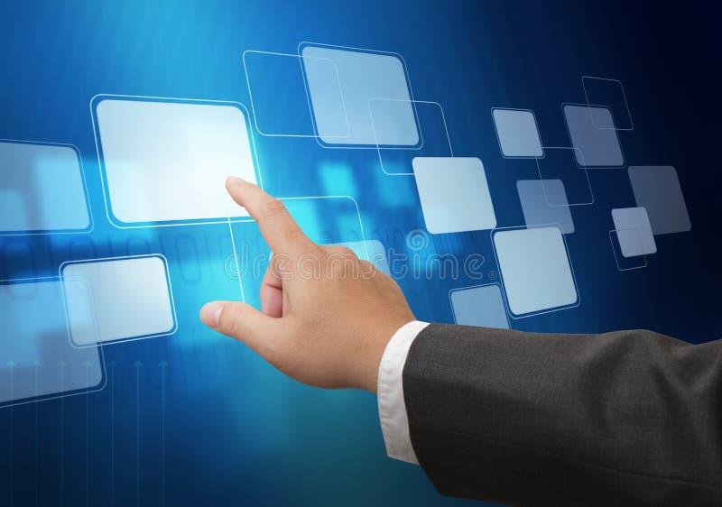 Hand som skjuter på manöverenhet för touchskärm arkivbild