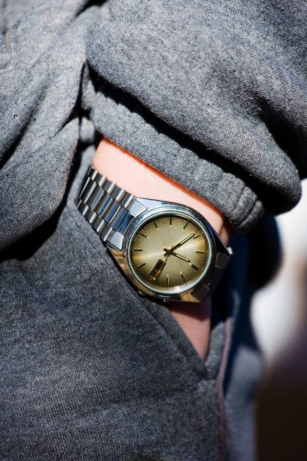 Hand, Uhr, Tasche stockfotografie