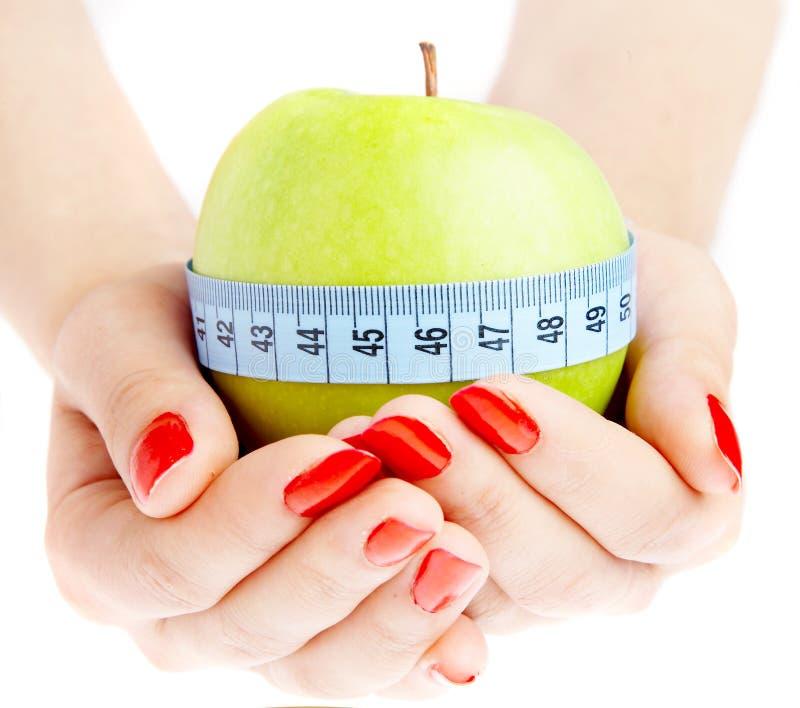 Hand und Apfel lizenzfreie stockfotos