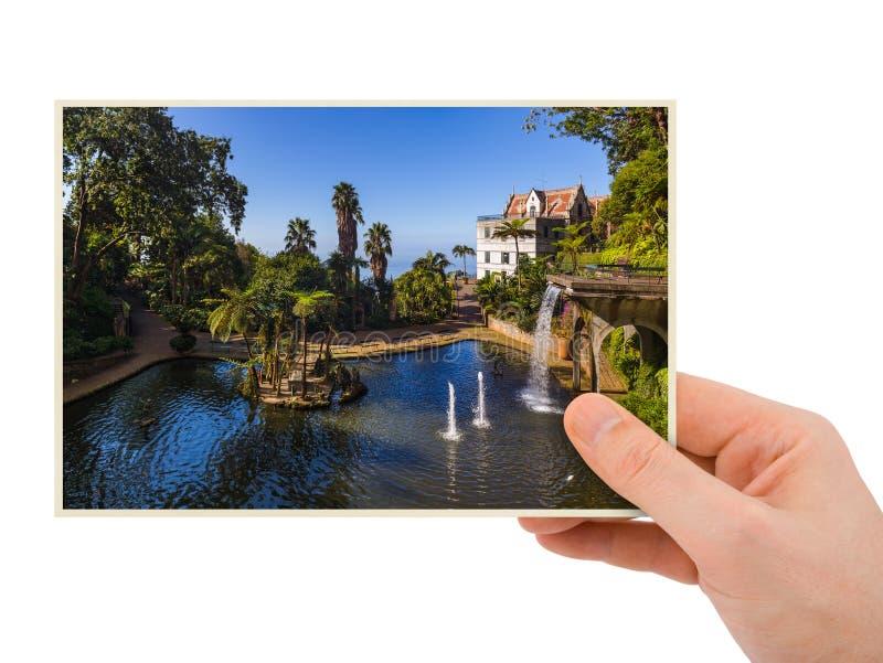 Hand und Monte Palace - Madeira Portugal mein Foto stockbild