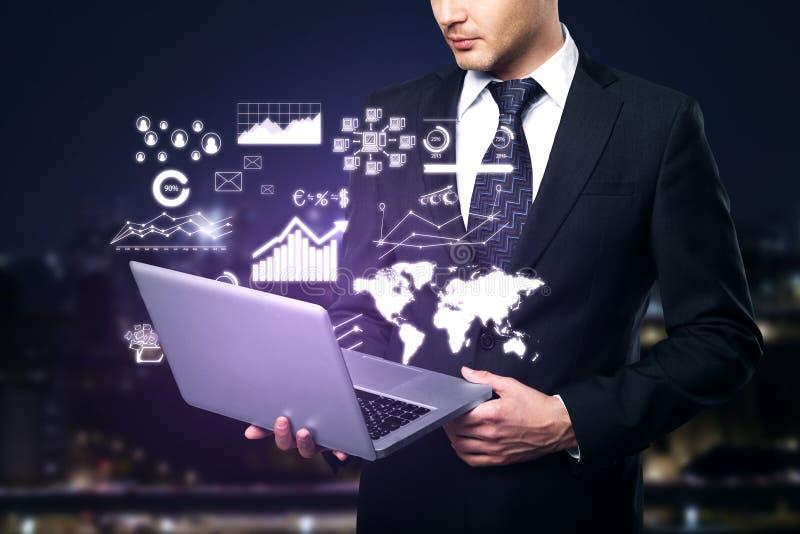 Hand und Rechner getrennt über weißem Hintergrund stockfoto