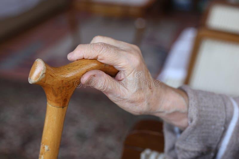 Hand van een hogere persoon royalty-vrije stock afbeelding