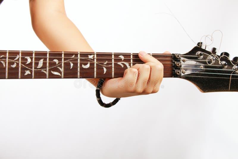 Hand van gitarist stock foto