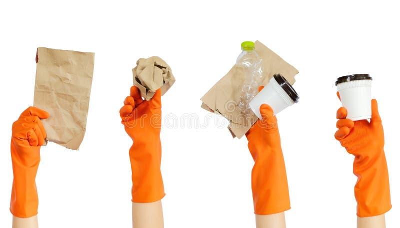 Hand van vrijwilliger in gele rubberhandschoenen die rekupereerbare afvalvrijwilliger houden royalty-vrije stock foto's