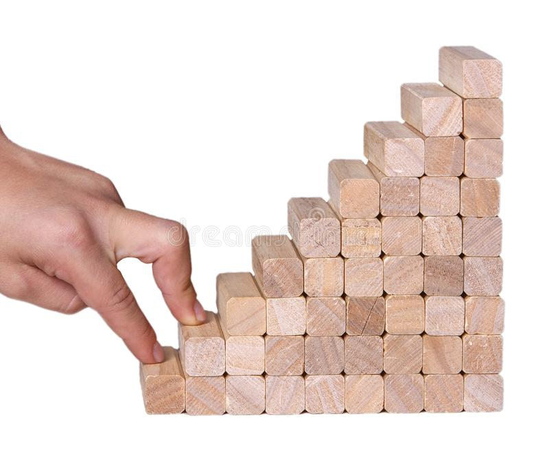 Hand vergleichen die Geschäftsperson, die ein Spielzeugtreppenhaus steigert stockfoto