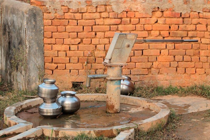 Hand in werking gestelde waterpomp royalty-vrije stock afbeeldingen