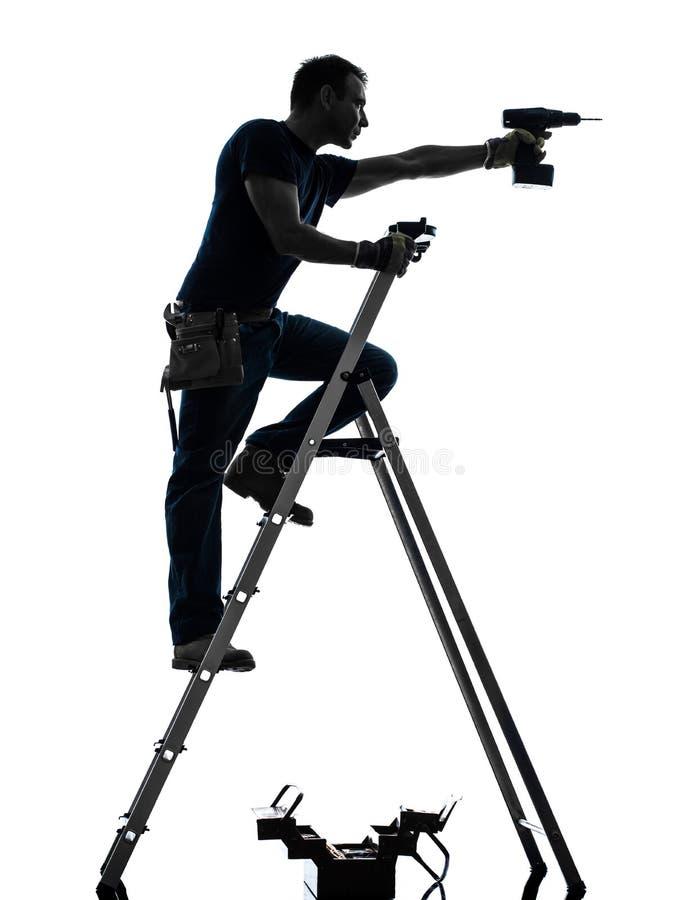 Handarbeidersmens op het silhouet van de trapladderboring stock fotografie