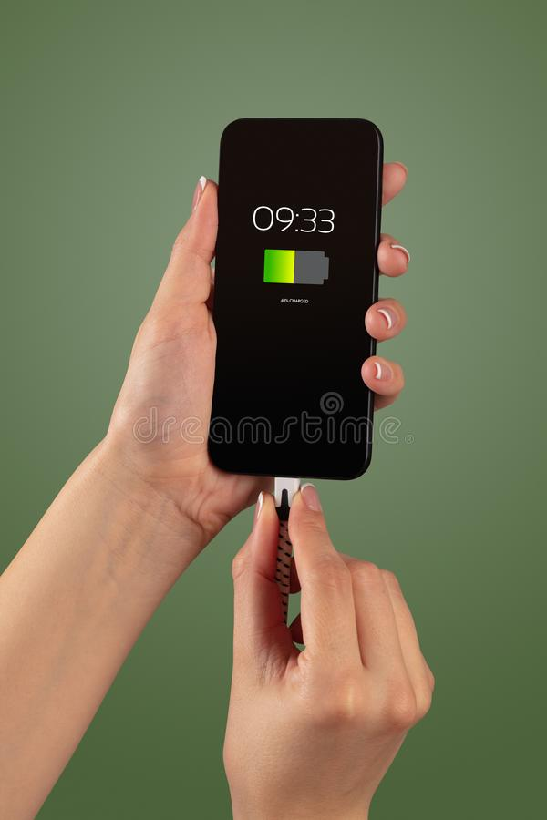 Handaufladungstelefon stockfotografie