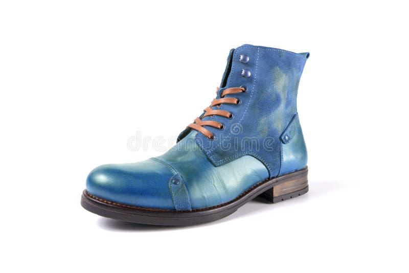 Handblått läderskor på vit bakgrund arkivfoton