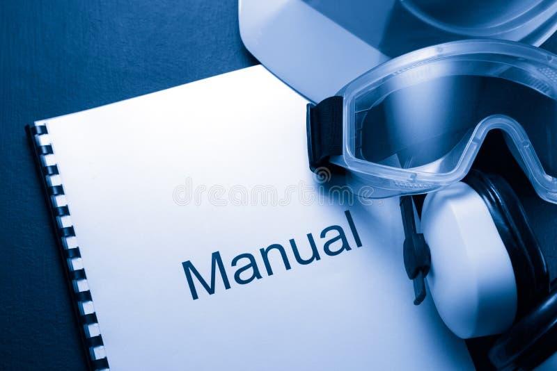 Handboek met helm royalty-vrije stock afbeeldingen