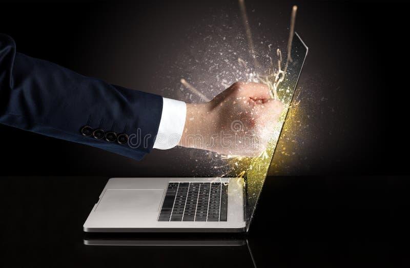 Handboxender Laptopschirm lizenzfreie stockfotografie