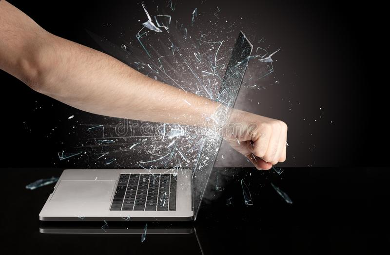 Handboxender Laptopschirm stockfoto