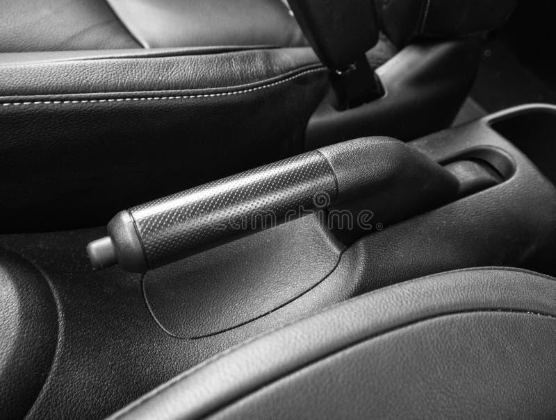 Handbrake do freio de estacionamento no carro automático imagem de stock