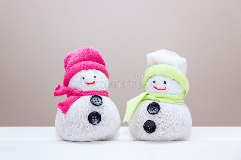 Handcraft i pupazzi di neve del giocattolo fatti dai calzini e dal riso fotografie stock