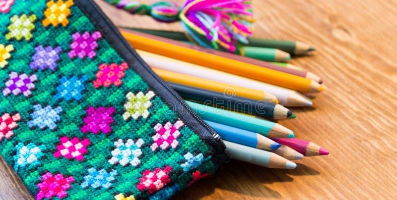 Handcraft l'astuccio per le matite e la fotografia di colori fotografia stock libera da diritti