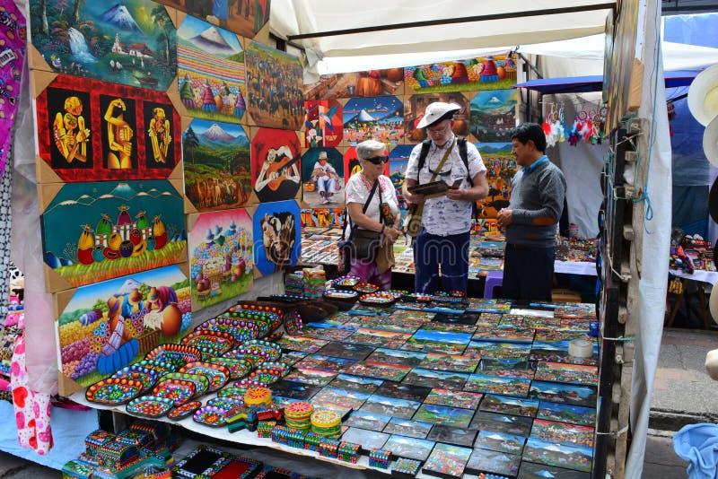 Handcraft rynek w miasteczku Otavalo, Ekwador zdjęcia royalty free