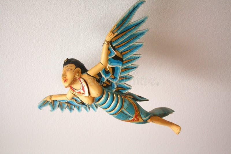 Handcrafted och målat med guld- indones Angel Flying royaltyfria foton