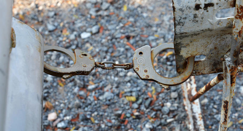 handcuffs fotos de stock