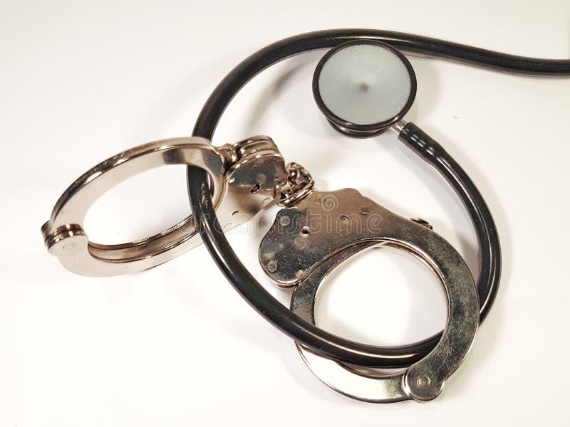 Handcuffs en stethoscoop royalty-vrije stock foto's
