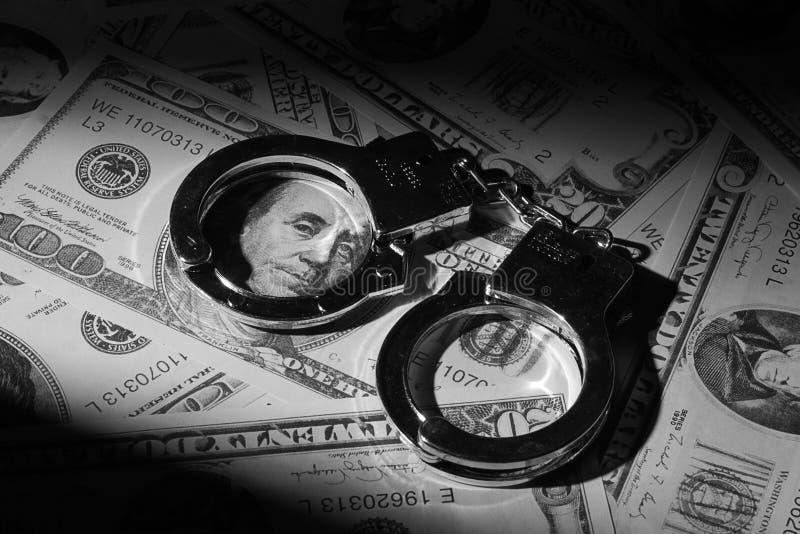 Handcuffs op geld royalty-vrije stock fotografie