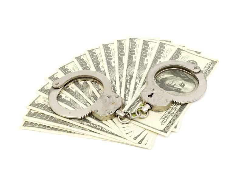 Handcuffs op geldachtergrond stock foto's