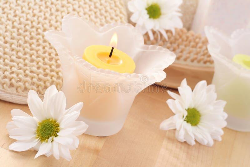 Handdoek en kaarsen stock afbeelding