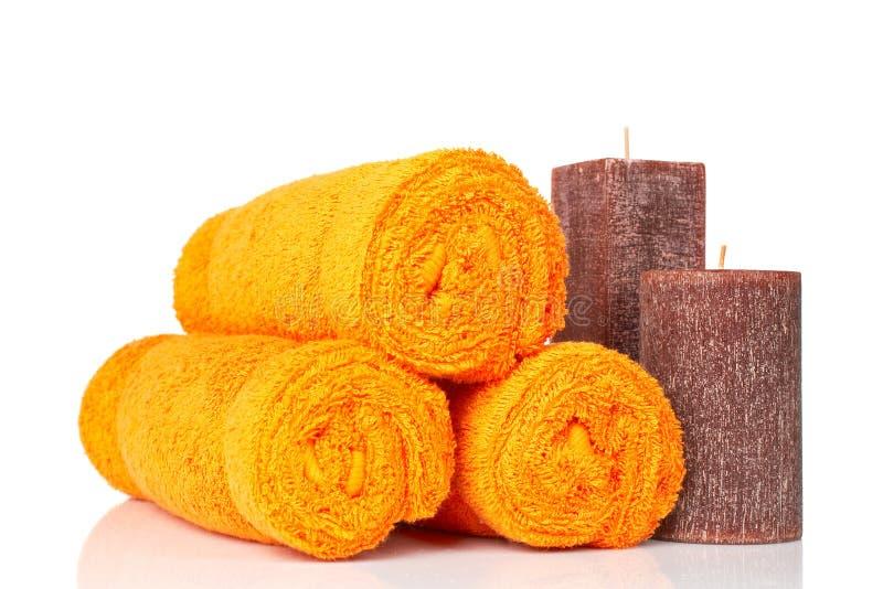 Handdoeken en kaarsen stock afbeelding