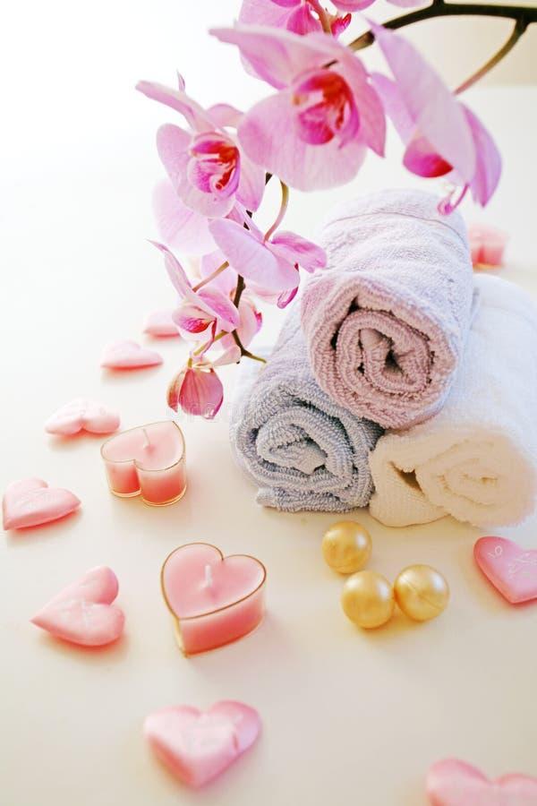 Handdoeken over witte lijst stock afbeeldingen