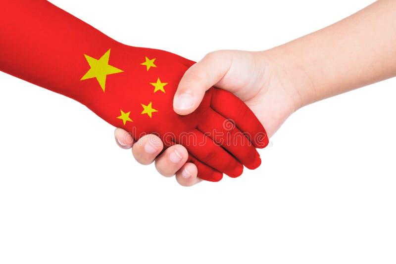 Handdruk tussen een kind en China stock foto's