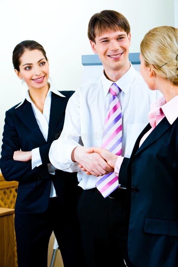 Handdruk van partners stock afbeelding