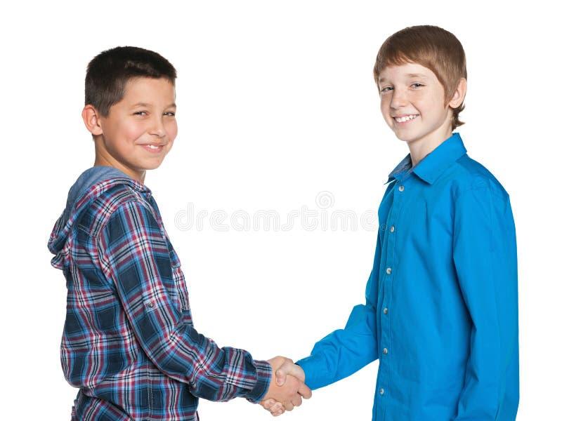 Handdruk van twee vrolijke jongens royalty-vrije stock foto