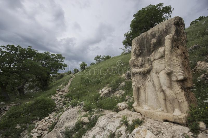 Handdrukhulp van Hercules en Antiochus in het oude gebied van Arsemia stock fotografie