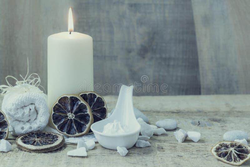 Handduk för stearinljus för Spa wellnessinställning royaltyfria foton
