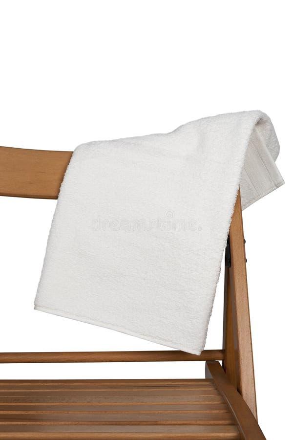 Handduk på baksidan av stolen som isoleras på vit bakgrund royaltyfri foto