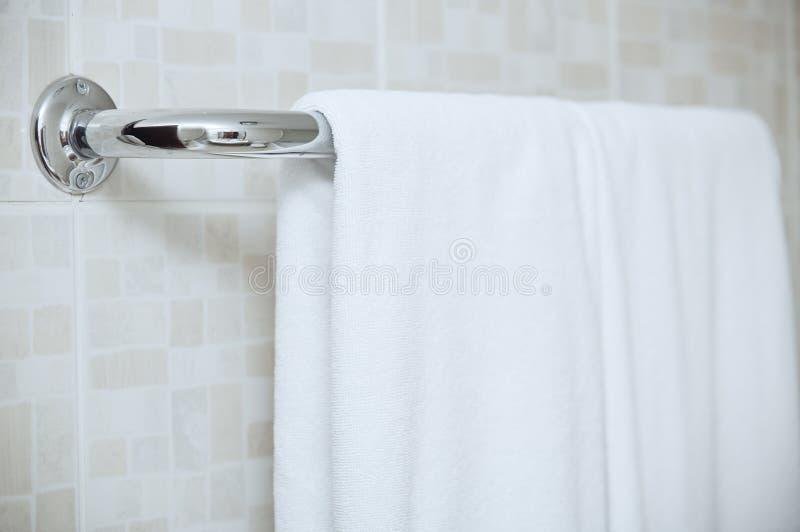 Handduk på stången arkivbilder