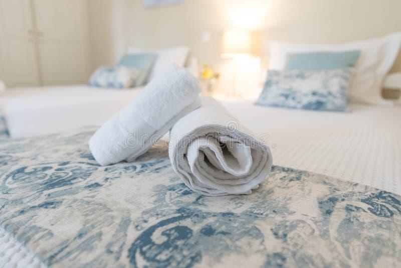 handdukar för lokal för underlaghotell lyxiga arkivfoto