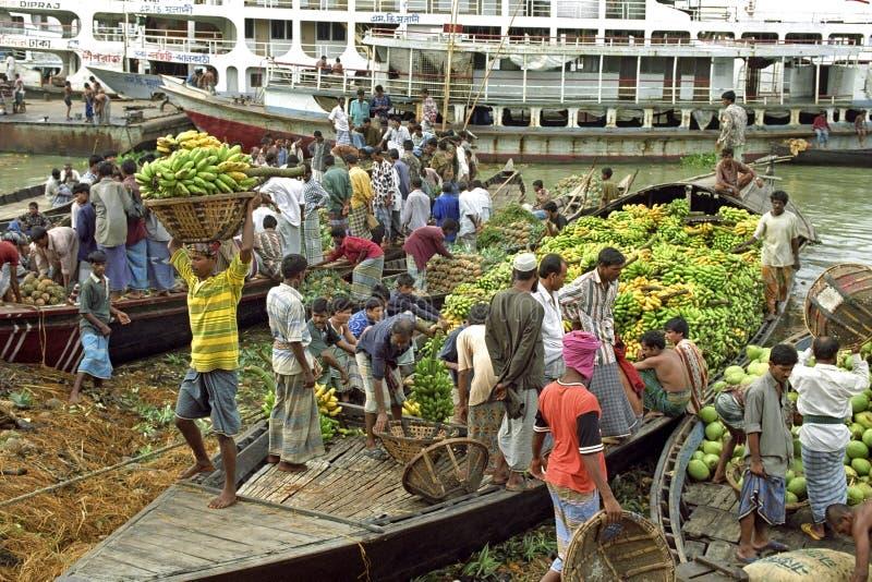 Handel in tropische vruchten in Dhaka, Bangladesh royalty-vrije stock foto