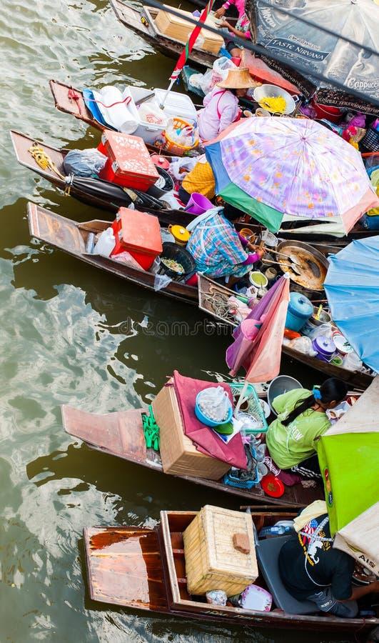 Download Handelaar Op Boot En Toerist Redactionele Fotografie - Afbeelding bestaande uit kleurrijk, ochtend: 29506797