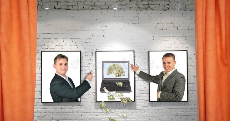 Handelaren met koel geldnotitieboekje op frames op muur stock foto