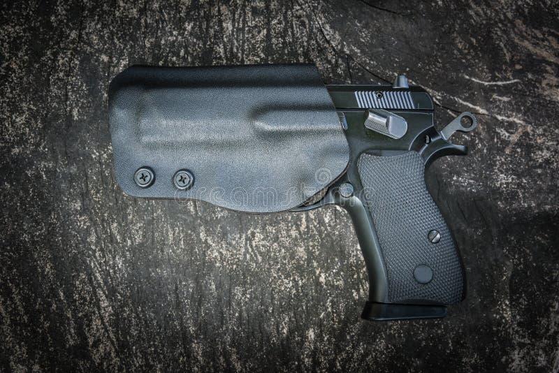 Handeldvapen i pistolhölster royaltyfri bild