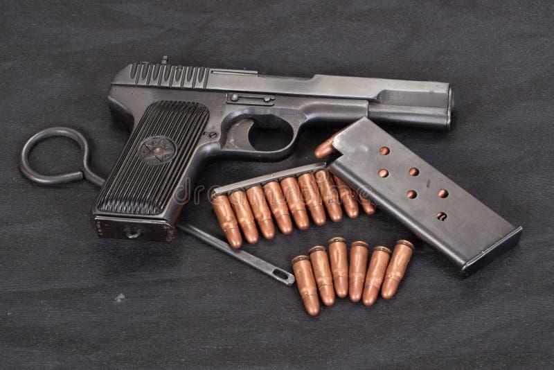 Handeldvapen på svart bakgrund fotografering för bildbyråer