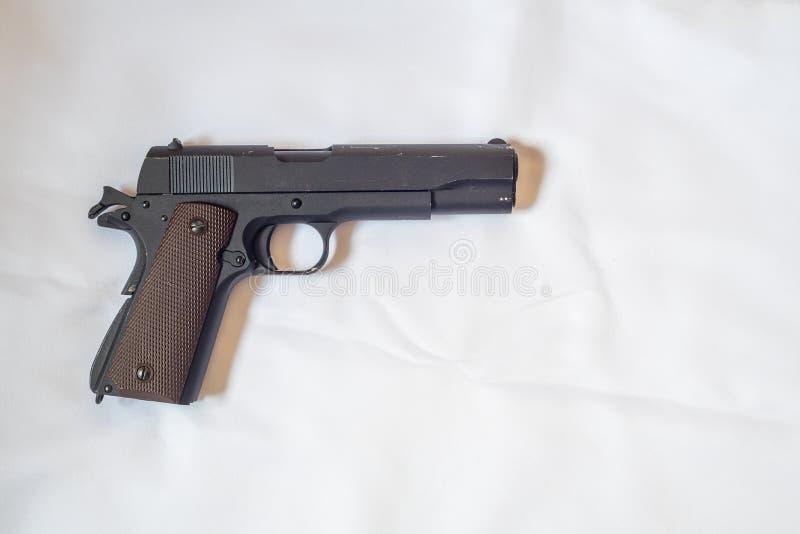Handeldvapen utan tidskriften på vit bakgrund royaltyfria bilder