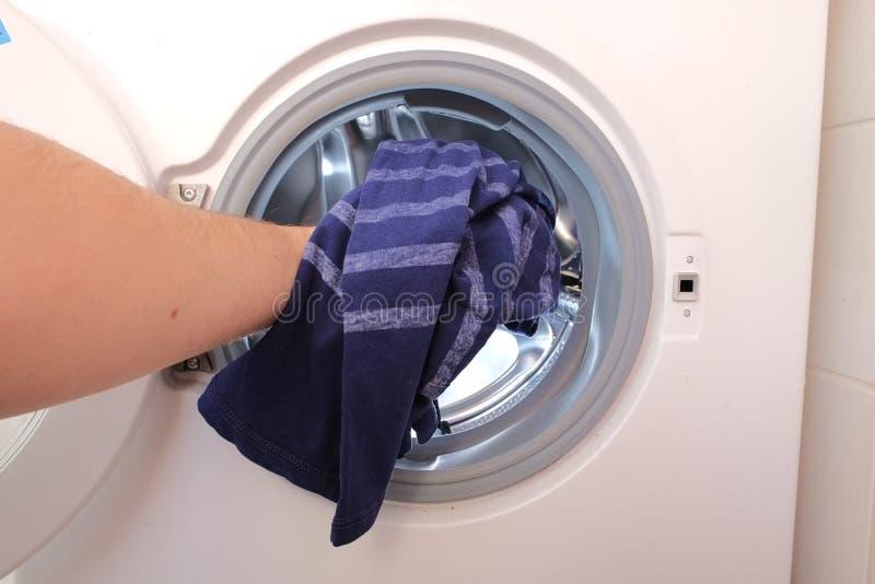 Handeln der Wäsche lizenzfreie stockfotografie