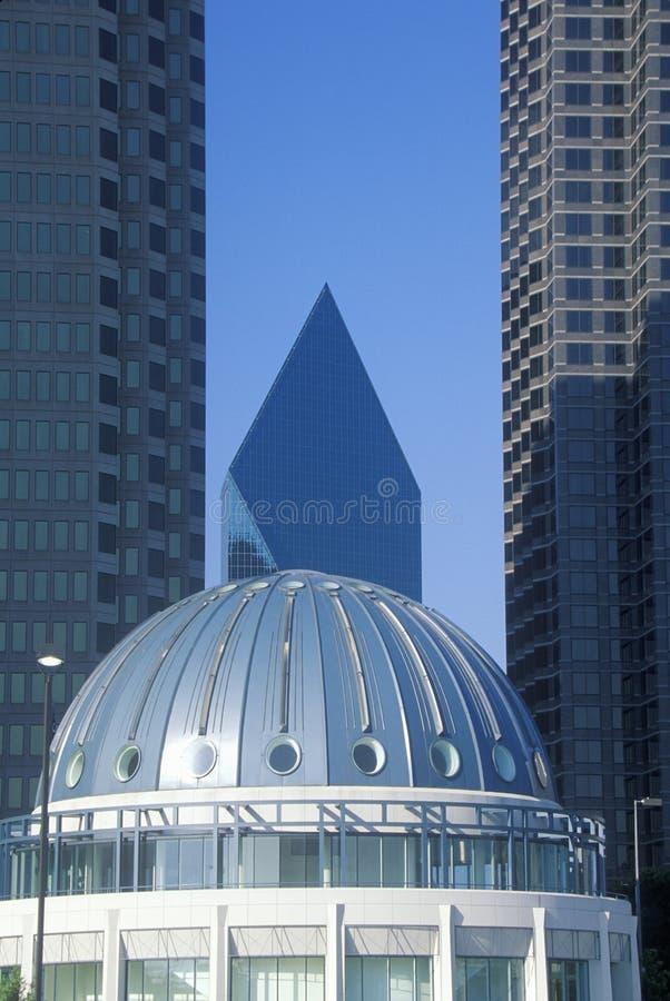 Handels-Haube mit Brunnen-Platz im Hintergrund, Dallas, TX lizenzfreies stockbild