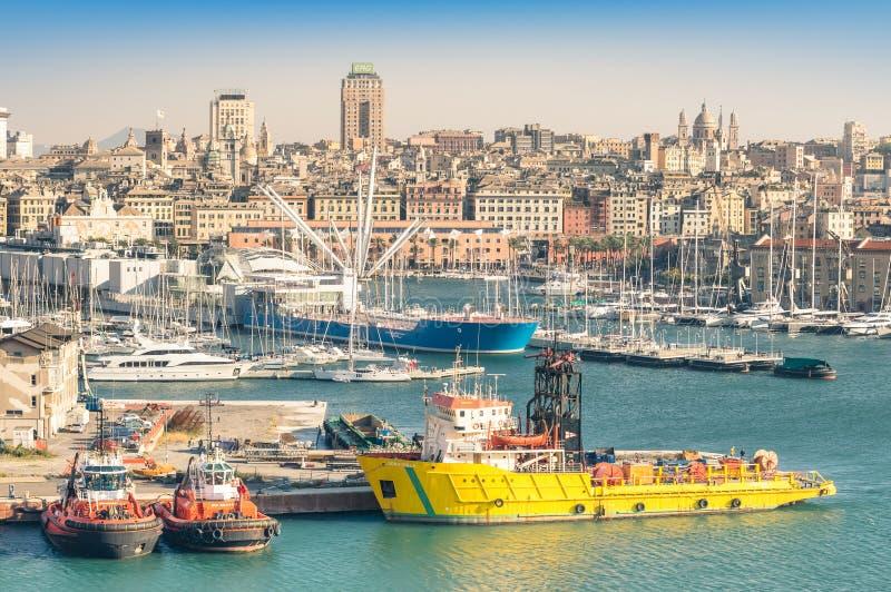 Handelshafen von Genua in Italien stockbilder