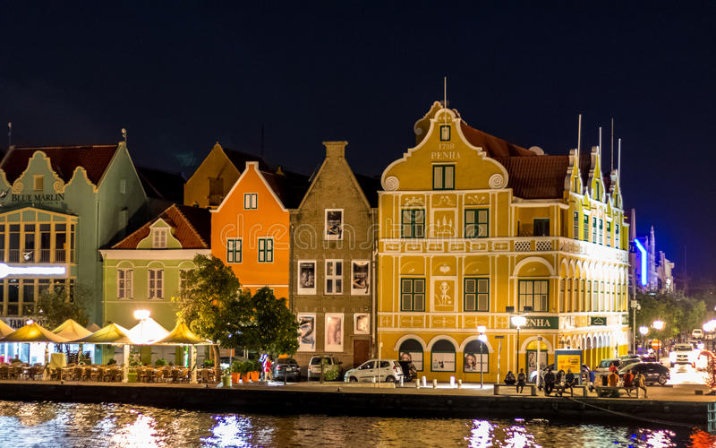 Handelskade chez Willemstad Curaçao par nuit images libres de droits