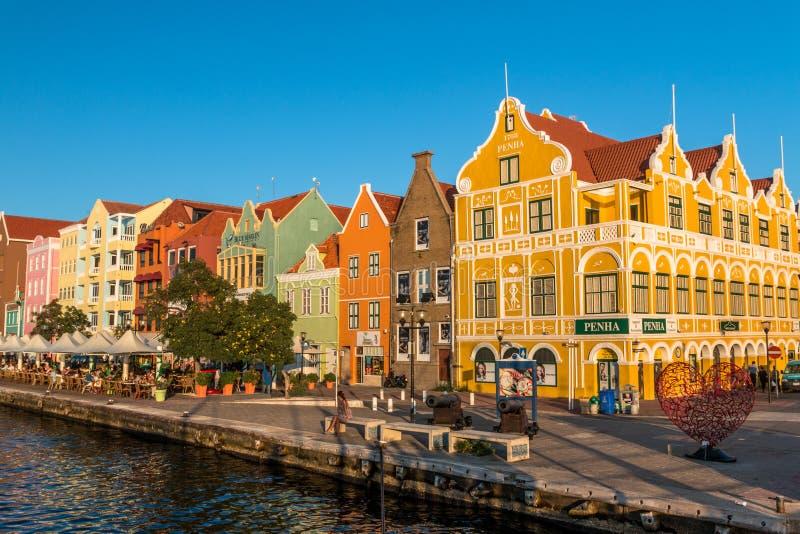 Handelskade in Willemstad Curacao stock foto's